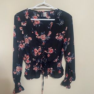 3/$20 🧁 Floral Cropped Peplum Blouse